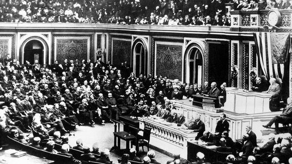 Президент США Вудро Вильсон на совместном заседании Конгресса в Вашингтоне объявляет войну Германии. 2 апреля 1917