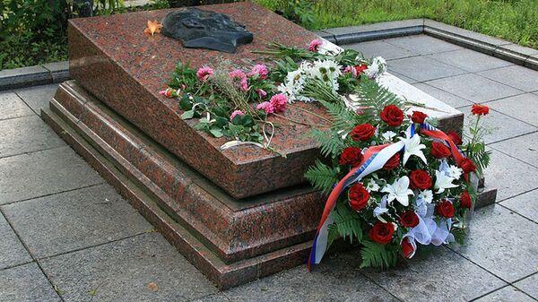 Могила разведчика Николая Кузнецова на Холме Славы во Львове