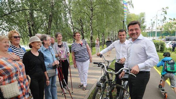 Губернатор Подмосковья Андрей Воробьев в парке Фабричный пруд в Реутове