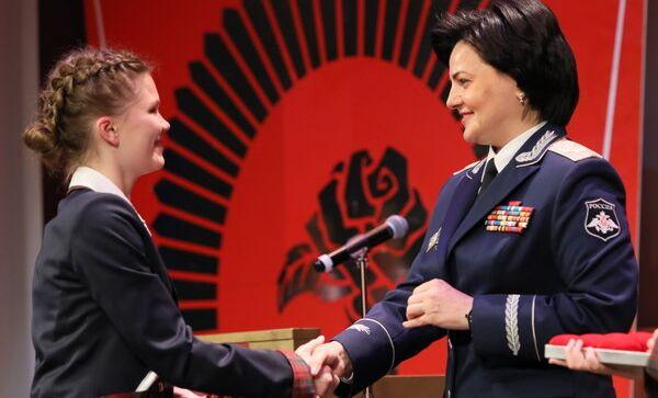 Выпускницы Пансиона МО РФ получили памятные подарки от главы военного ведомства и поклялись верой и правдой служить Родине