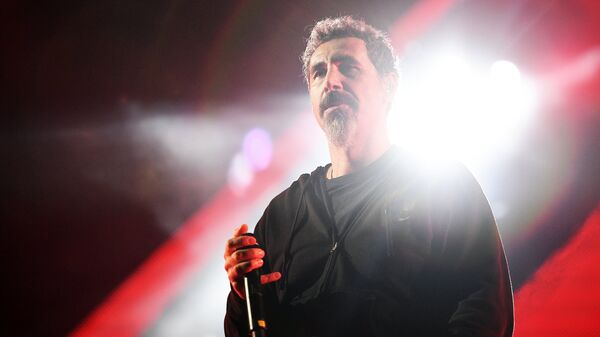 Вокалист американской группы System Of A Down Серж Танкян