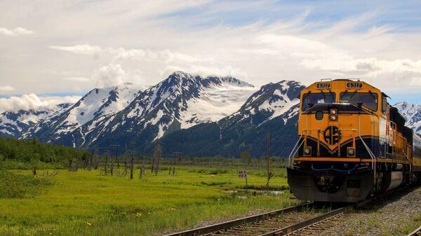 Пассажирский экскурсионный поезд на Аляске