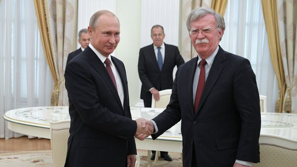 Владимир Путин и Джон Болтон. Архивное фото