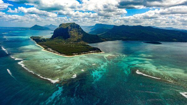 Подводный водопад у острова Маврикий