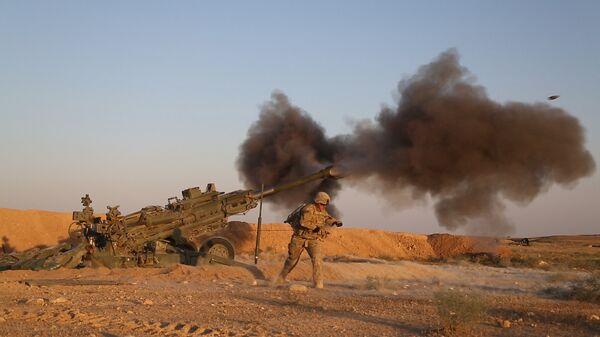 Военнослужащие армии США ведут огонь по позициям боевиков ИГ*