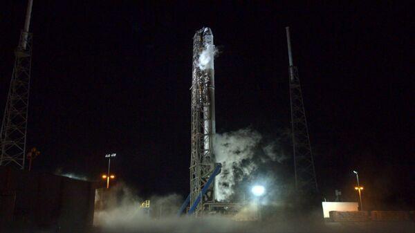 Ракета-носитель Falcon 9 компании SpaceX и космический корабль Dragon