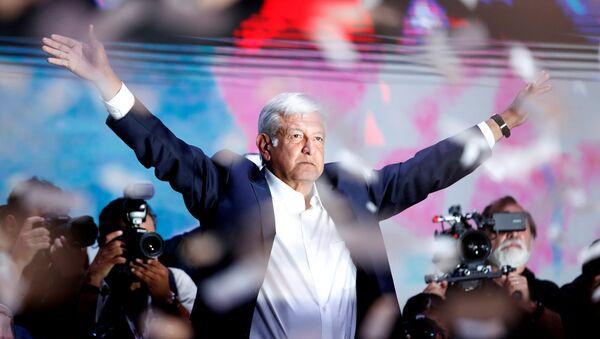 Андрес Мануэль Лопес Обрадор после победы на президентских выборах в Мехико. 2 июля 2018