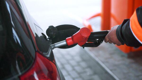 Заправка автомобиля на АЗС