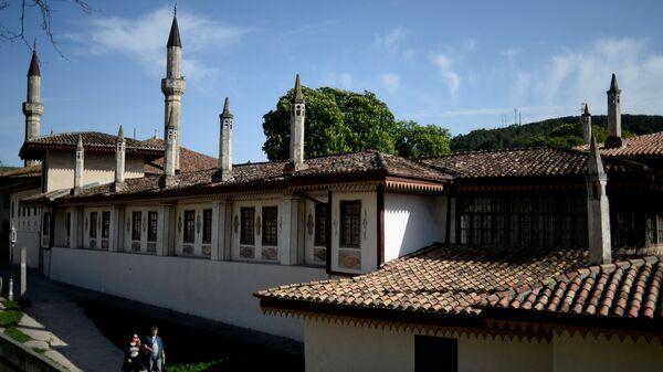 На территории Ханского дворца в Бахчисарайском историко-культурном заповеднике Крыма Хансарай