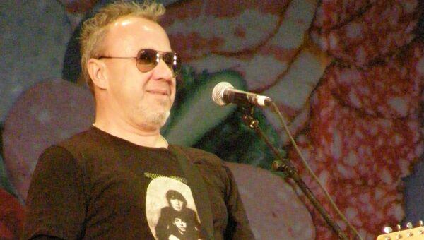 Гитарист группы Моральный кодекс Николай Девлет-Кильдеев