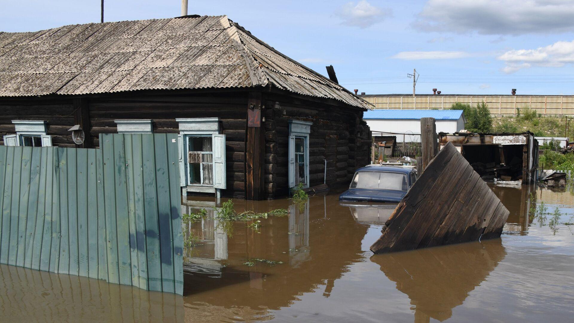 Частный дом, затопленный в результате паводка - РИА Новости, 1920, 20.08.2021