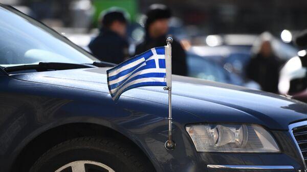 Автомобиль посольства Греции в РФ у здания МИД