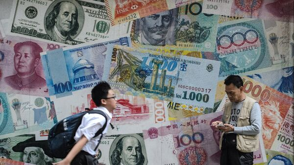 Баннер с изображением денежных купюр в Гонконге