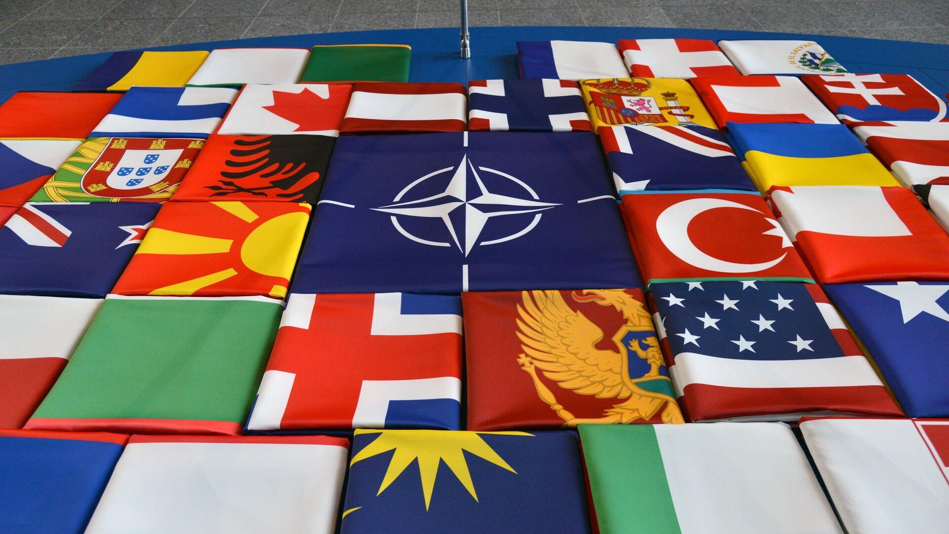 Флаги саммита стран-участниц НАТО в Брюсселе. 11 июля 2018 - РИА Новости, 1920, 30.07.2021