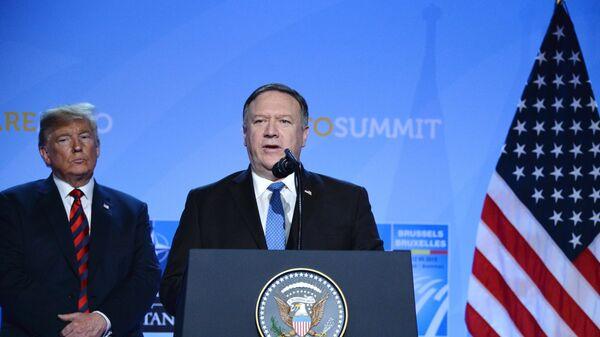 Президент США Дональд Трамп и государственный секретарь США Майк Помпео на саммите НАТО. 12 июля 2018