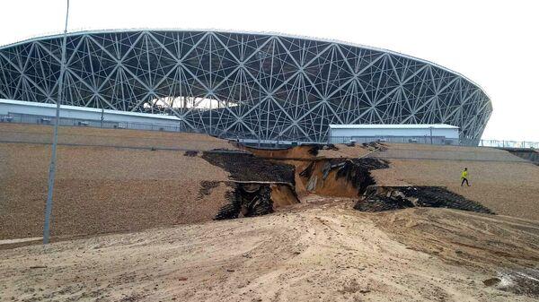 Размытая дорога к стадиону Волгоград Арена в Волгограде. 15 июля 2018