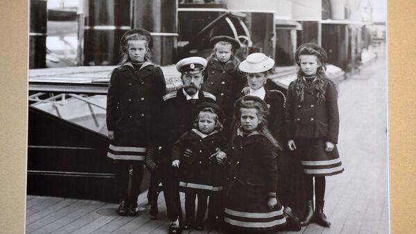 Фотография семьи Государя Императора Николая II на палубе императорской яхты Штандарт (1907 г.) в музее святой царской семьи в Екатеринбурге