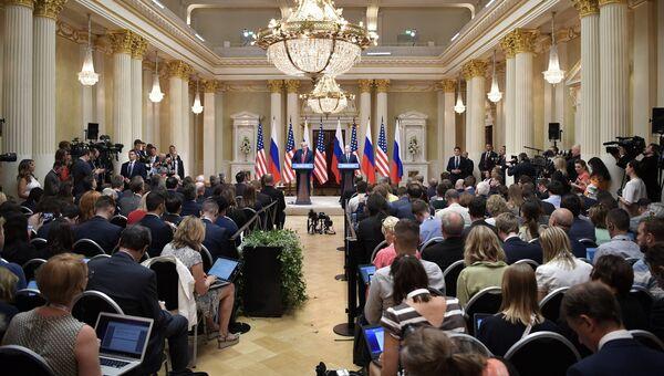Президент РФ Владимир Путин и президент США Дональд Трамп во время пресс-конференции в Хельсинки. 16 июля 2018