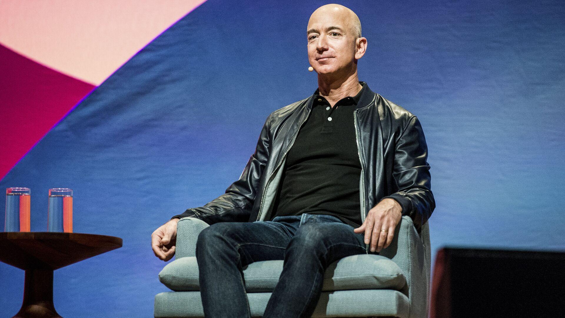 Генеральный директор Amazon Джефф Безос в Лос-Анджелесе - РИА Новости, 1920, 10.07.2021