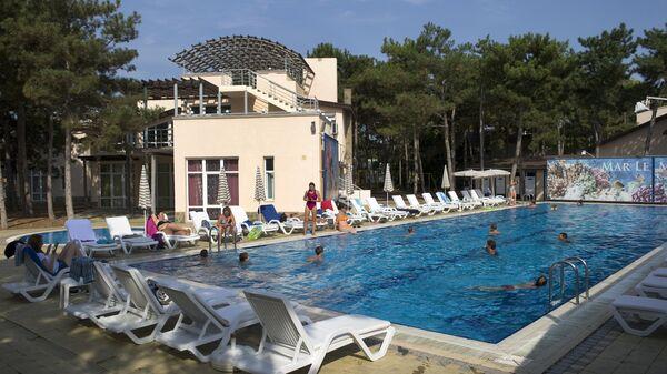 Бассейн в семейном отеле в Крыму