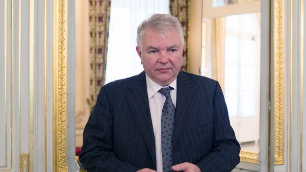 Чрезвычайный и полномочный посол Российской Федерации во Франции и княжестве Монако Алексей Мешков в резиденции в Париже