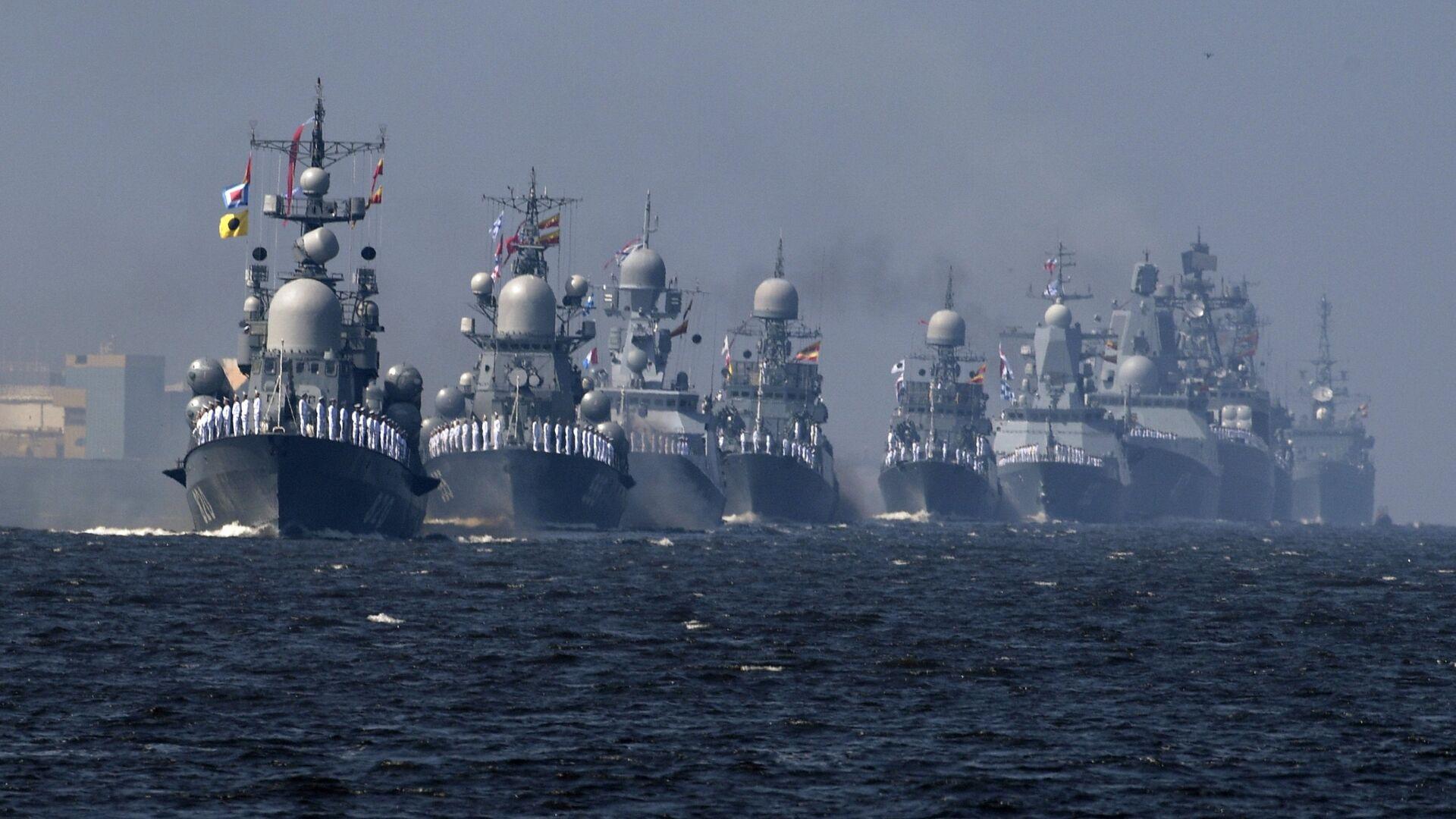 Корабли ВМФ РФ на первой сводной репетиции парада в честь Дня Военно-морского флота в Кронштадте. 22 июля 2018 - РИА Новости, 1920, 25.07.2021