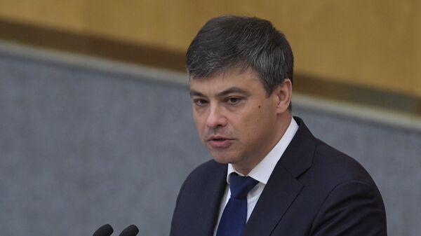 Председатель Комитета ГД по охране здоровья Дмитрий Морозов выступает на пленарном заседании Государственной Думы РФ. 24 июля 2018