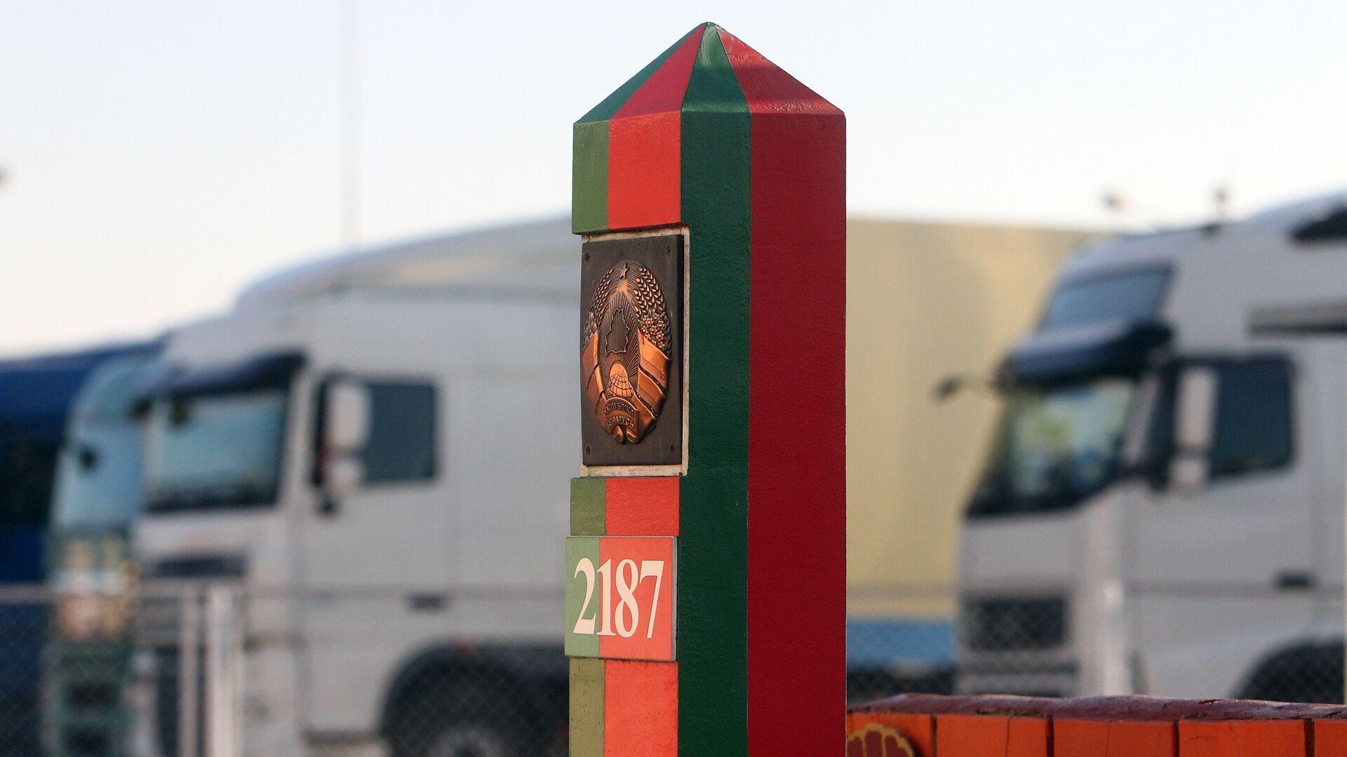 Пограничный столб на территории пограничного контрольно-пропускного пункта Козловичи в Брестской области - РИА Новости, 1920, 15.09.2021