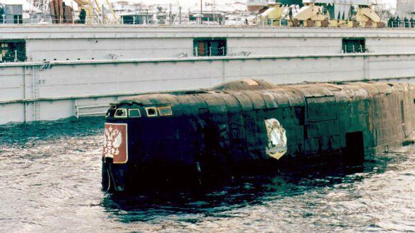 Башня АПЛ Курск после поднятия и транспортировки в порту Росляково