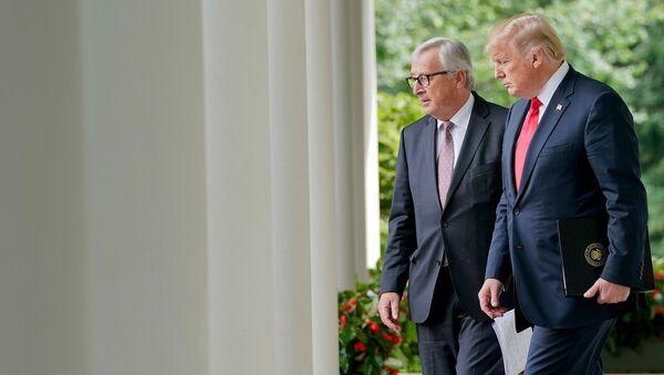 Председатель Европейской комиссии Жан-Клод Юнкер и президент США Дональд Трамп во время встречи в Вашингтоне