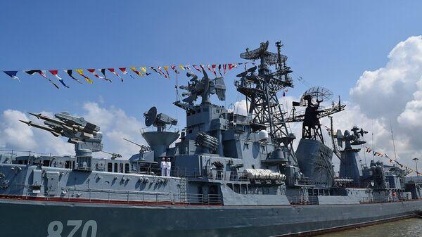 Парад на рейде сирийского порта Тартус