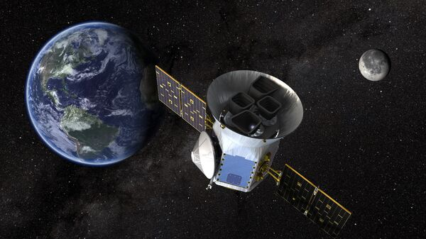 Телескоп TESS на орбите между Луной и Землей