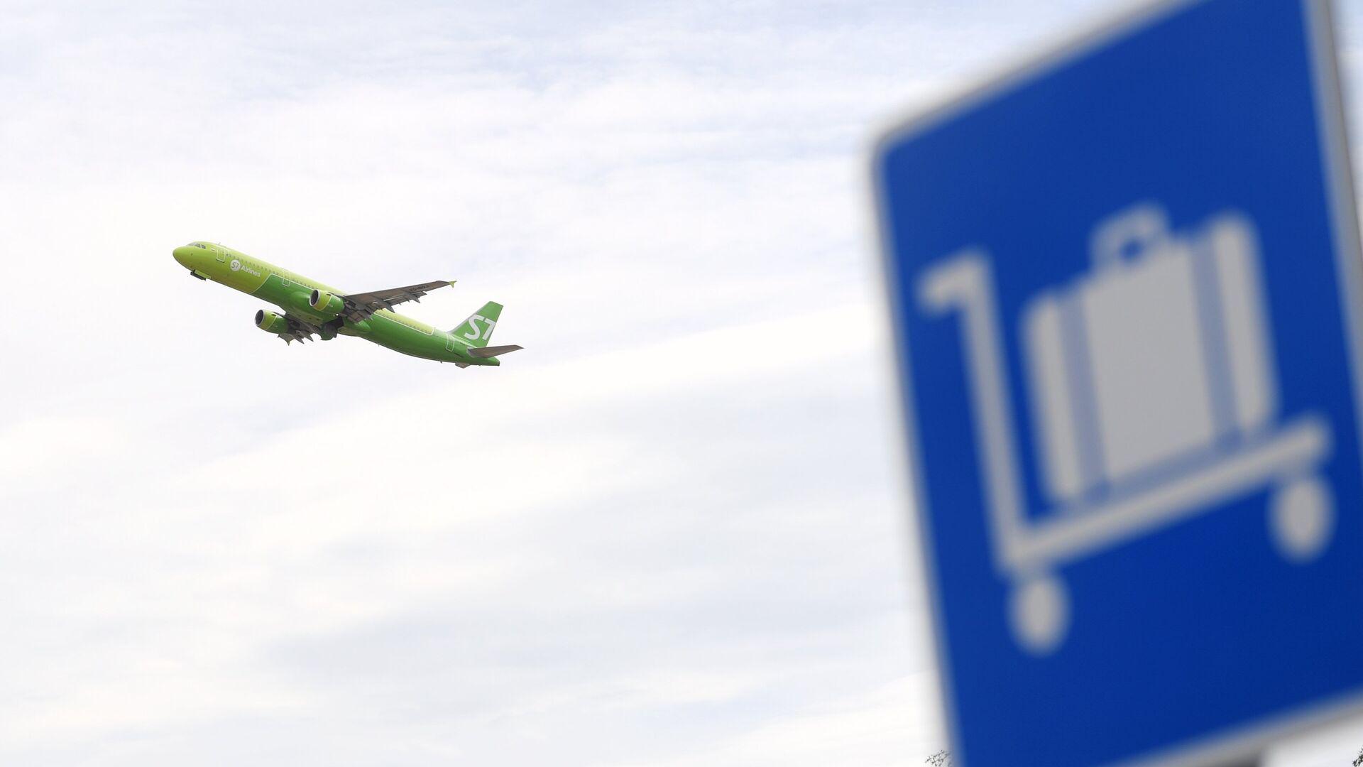 Самолет во время взлета в аэропорту Домодедово - РИА Новости, 1920, 23.09.2021