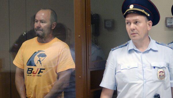 Адвокат Игорь Третьяков (слева) во время заседания по избранию меры пресечения по делу о мошенничестве в НПО имени Лавочкина. Архивное фото