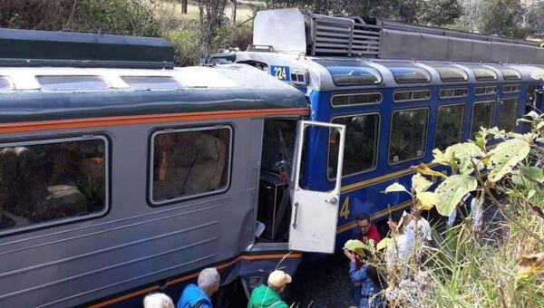 Два туристических поезда столкнулись в Перу. 31 июля 2018