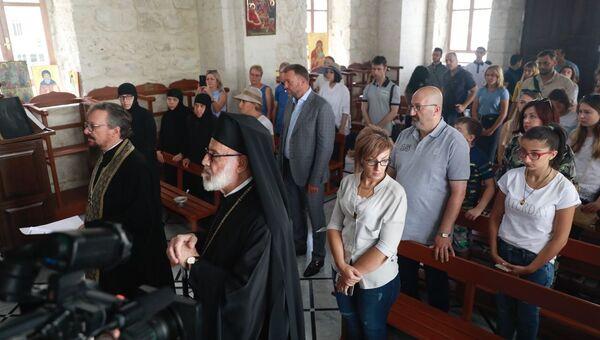 Семьи погибших в Сирии офицеров России вместе с представителями всероссийской организации ветеранов «Боевое братство» в монастыре святой Феклы в сирийской Маалюле
