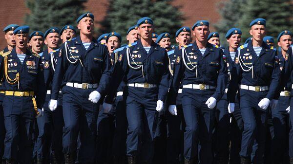 Военнослужащие на Красной площади в Москве во время празднования Дня Воздушно-десантных войск. 2 августа 2018
