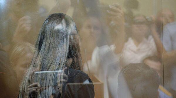 Одна из сестер Хачатурян, обвиняемых в убийстве своего отца. Архивное фото