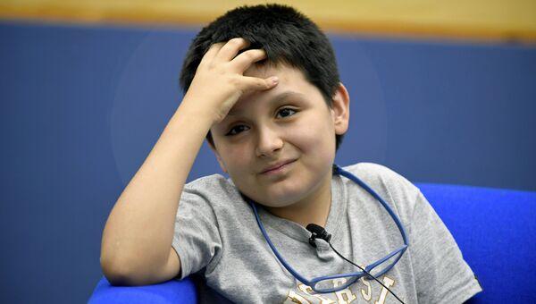 12-летний Карлос Антонио Сантамария во время пресс-конференции в Национальном автономном университете Мексики