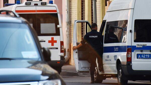 Автомобили скорой помощи и полиции на улице Москвы. Архивное фото