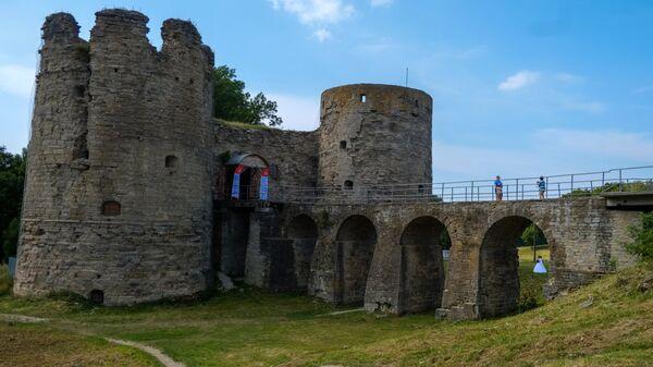Памятник древнерусского зодчества крепость Копорье в Ленинградской области