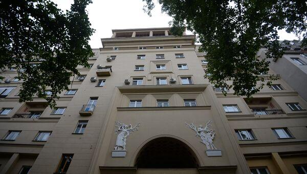 Заглавное. Фасад дома по адресу: Малый Патриарший переулок, 5, строение 1