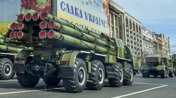 Военная техника вооруженных сил Украины на военном параде в Киеве