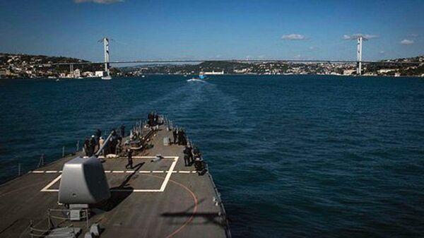 Эсминец Карни в акватории Черного моря. 12 августа 2018