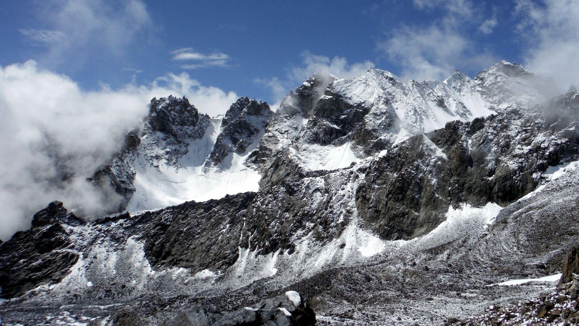 Горы в Таджикистане - РИА Новости, 1920, 05.08.2021