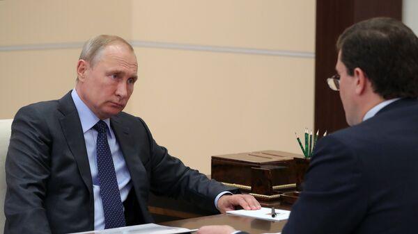 Владимир Путин и губернатор Нижегородской области Глеб Никитин во время встречи