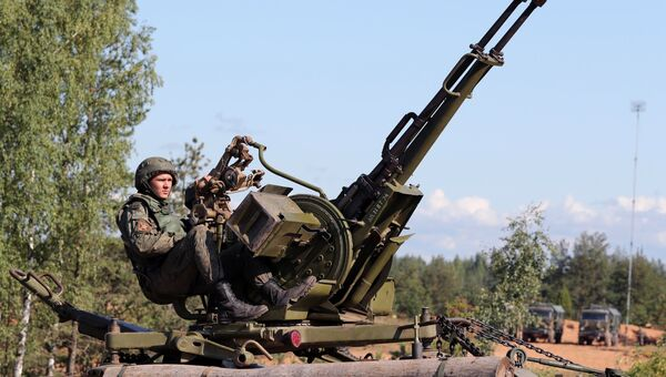 Военнослужащий армии России во время учений. Архивное фото