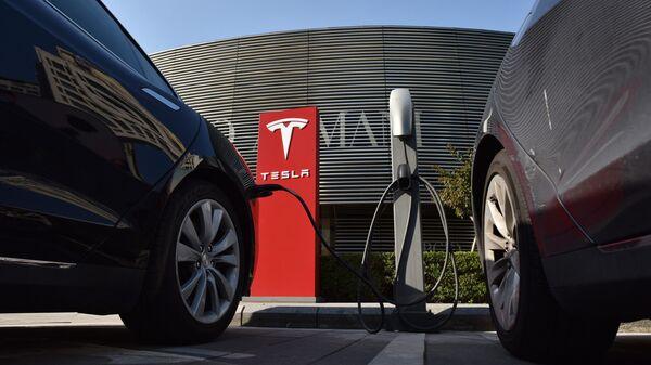 Автомобили Tesla. Архивное фото