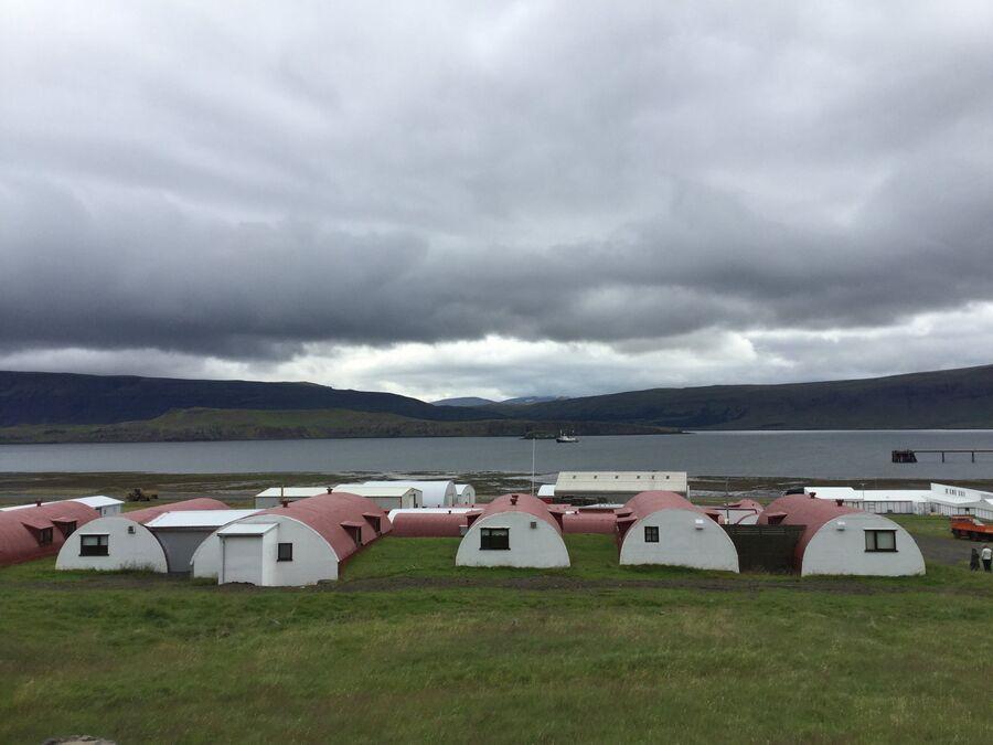 Американские ангары времен Арктических конвоев в Китовом фьорде (Исландия)