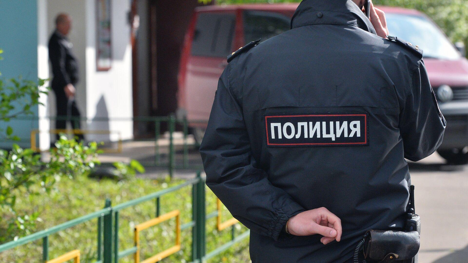 Сотрудник полиции на месте преступления - РИА Новости, 1920, 19.12.2019